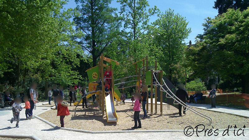 Square de jeux pour enfants au jardin des plantes - Près d\'ici