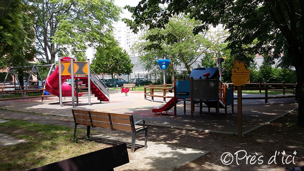 square de jeux pour enfants du jardin du pech pr s d 39 ici. Black Bedroom Furniture Sets. Home Design Ideas