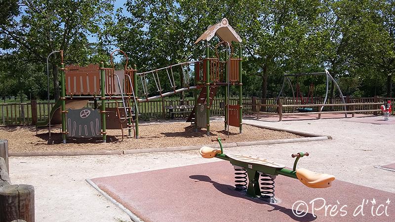 square de jeux pour enfant du parc de gironis pr s d 39 ici. Black Bedroom Furniture Sets. Home Design Ideas